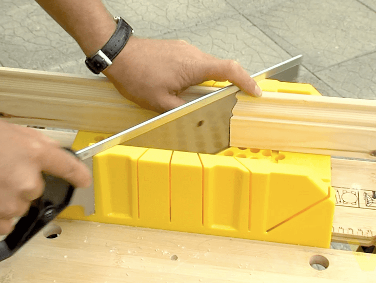 How To Use A Mitre Box Woodie S