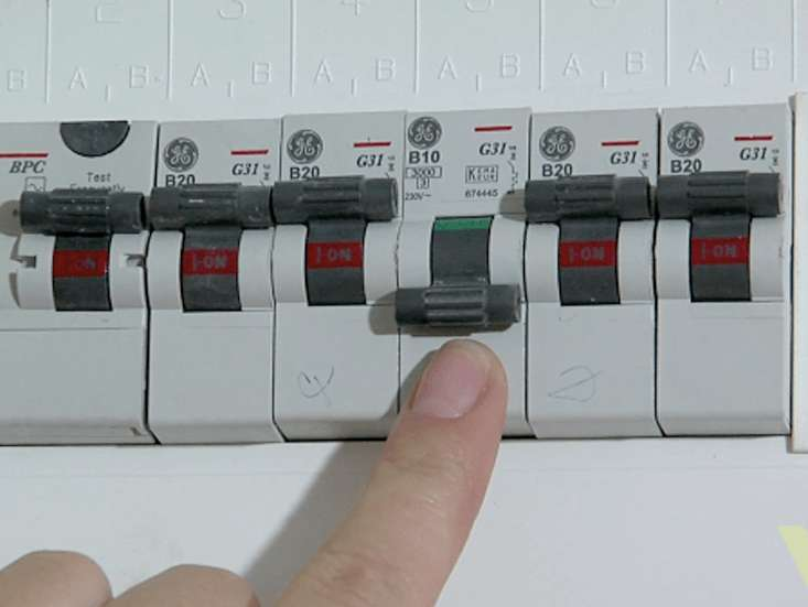 how the fusebox works in the home woodie s rh woodies ie fuse box switch is red fuse box switch with two fuses for a dryer
